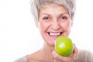 Les bénéfices de changer ses prothèses dentaires sur implants