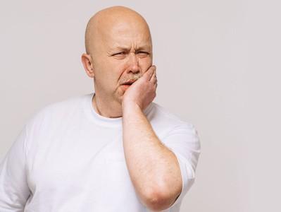 Gingivite-et-parodontite-et-les-solutions-du-denturologiste