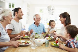 Manger avec des prothèses dentaires, avec plaisir!