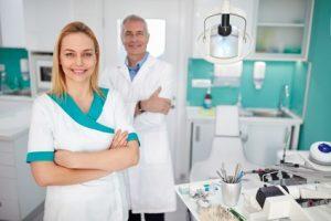 Comment se préparer adéquatement à la pose d'implants dentaires?