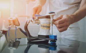 Les techniques précises d'Isabelle Gaudette, denturologiste